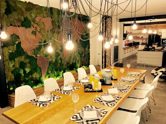 Cuisine bois noir blanc laque salle a manger mur mapmonde vegetal ...